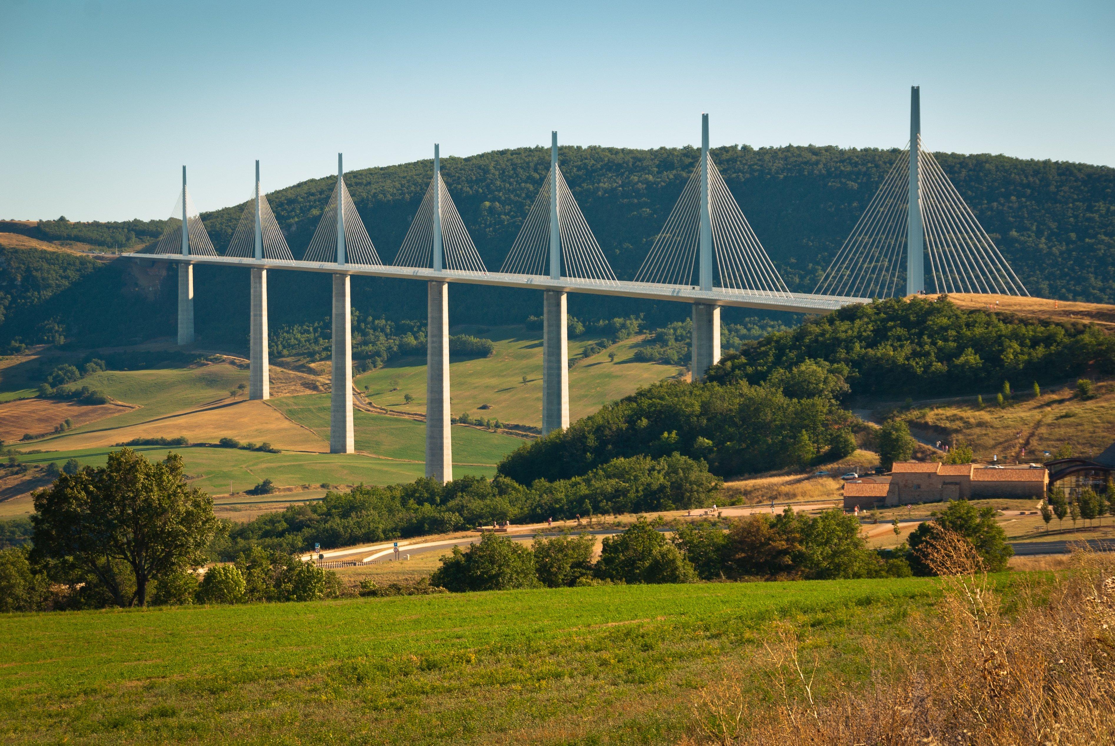 08 - Puente viaducto de Millau-Francia_shutterstock_1353097409_imagen3