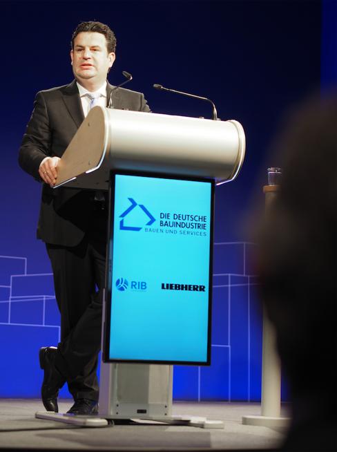 Bundesarbeitsminister Hubertus Heil forderte gleiche Bildungsstandards und flexible Arbeitszeitmodelle für den Standort Deutschland. Der Digitale Wandel macht neue Arbeits- und Denkweisen notwendig. Doch der Mensch steht dabei weiterhin im Mittelpunkt.
