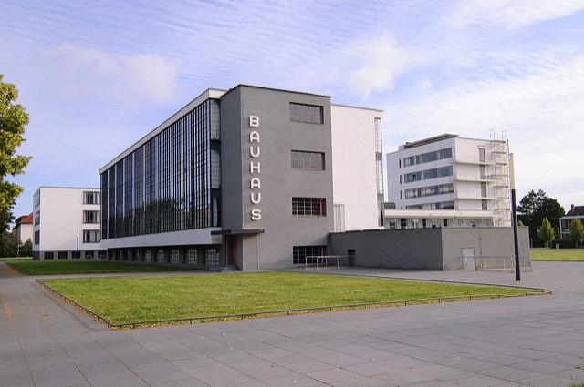 100 jahre alt und immer noch modern kubische architektur im bauhaus stil - Bauhaus architektur merkmale ...