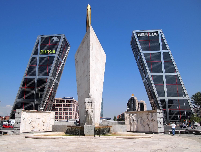 """""""Puerta de Europa"""" in Madrid"""