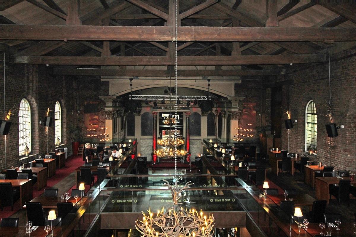 """Club """"Alma de Cuba"""" in der St. Peters Kirche in Liverpool"""