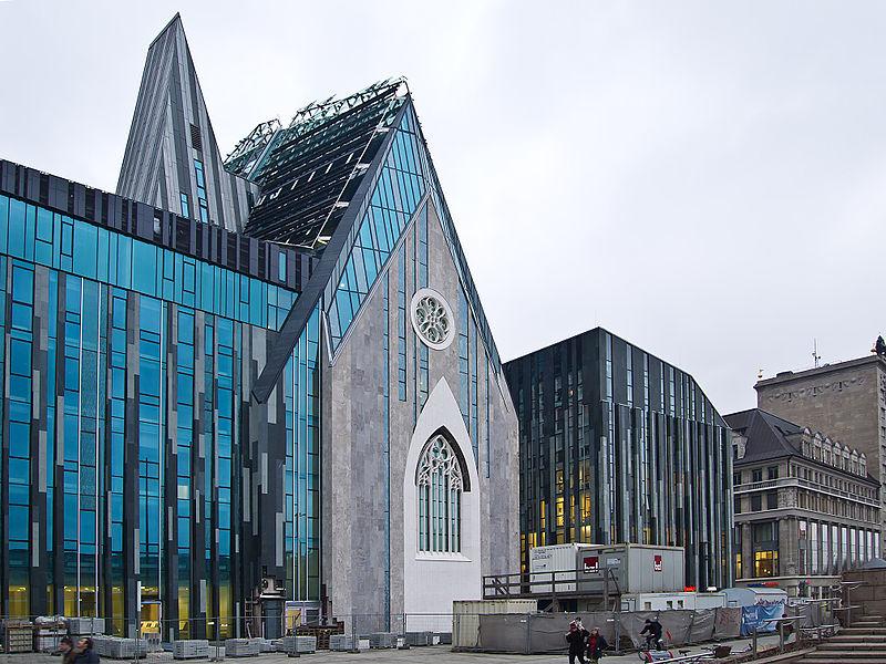 Augusteum (rechts) und Paulinum (Mitte) der Universität Leipzig