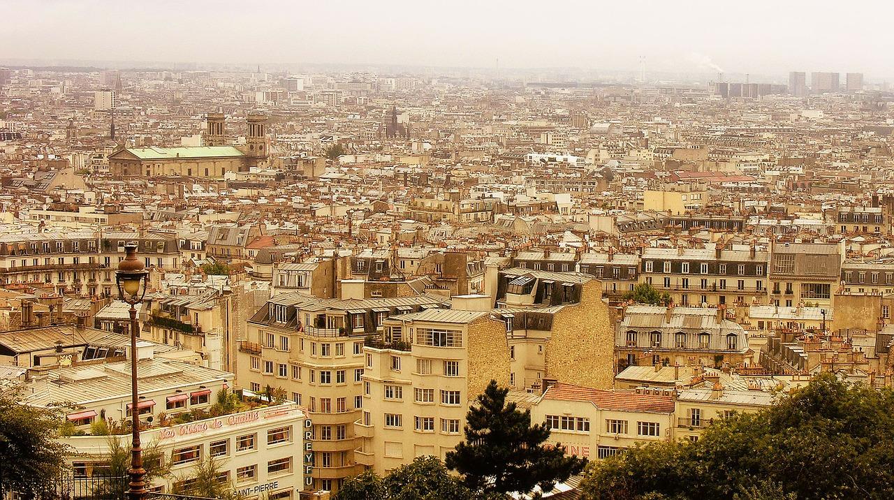 Paris, Wohnraum auf den Dächern der Stadt