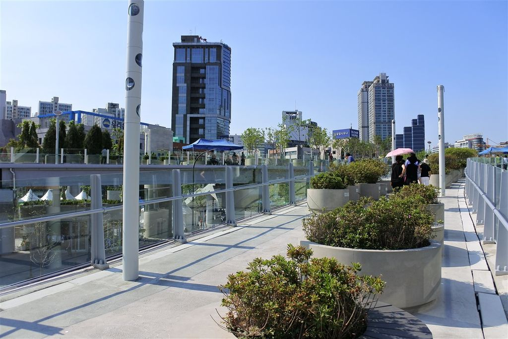 Seoul_7017_Skypark,_Near_Rose_Terrace