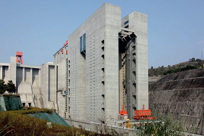 Schiffshebewerk am Drei-Schluchten-Staudamm in Sandouping (China)