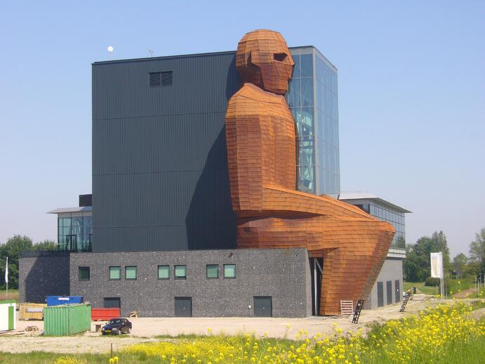 10 craziest buildings in the world