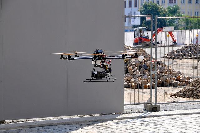 Drohne auf der Baustelle