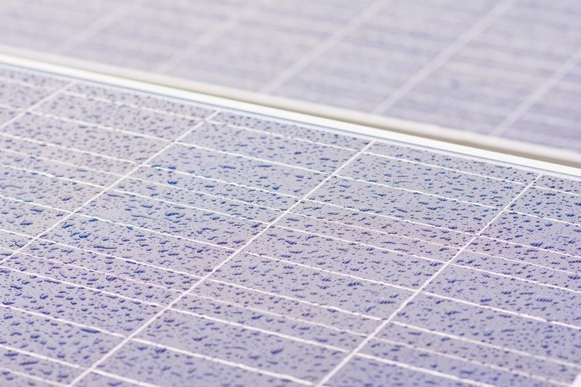Solarzellen erzeugen Strom aus Regen