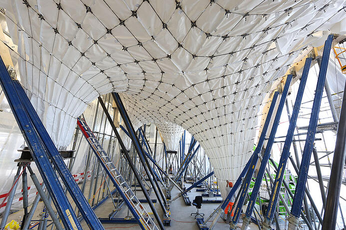 Bauexperten der ETH Zürich entwickelten 2017 dank neuartiger Fabrikations- und Designmethoden ein extrem dünnes Betondach.