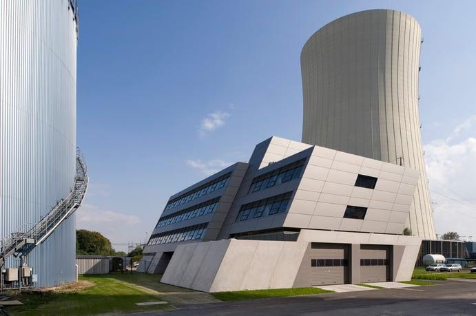 """Kraftwerk Zolling – Verwaltungsgebäude in """"Schräglage"""""""