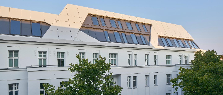 Aufstocken statt anbauen: 3 Beispiele für den modernen Dachausbau